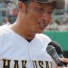 白山高校野球部の東拓司監督。甲子園メンバーの出身中学。マネージャーと女性部長・川本牧子